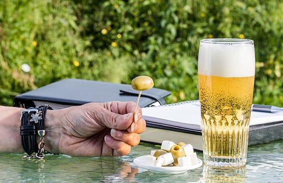 cerveza aceitunas productos andaluces